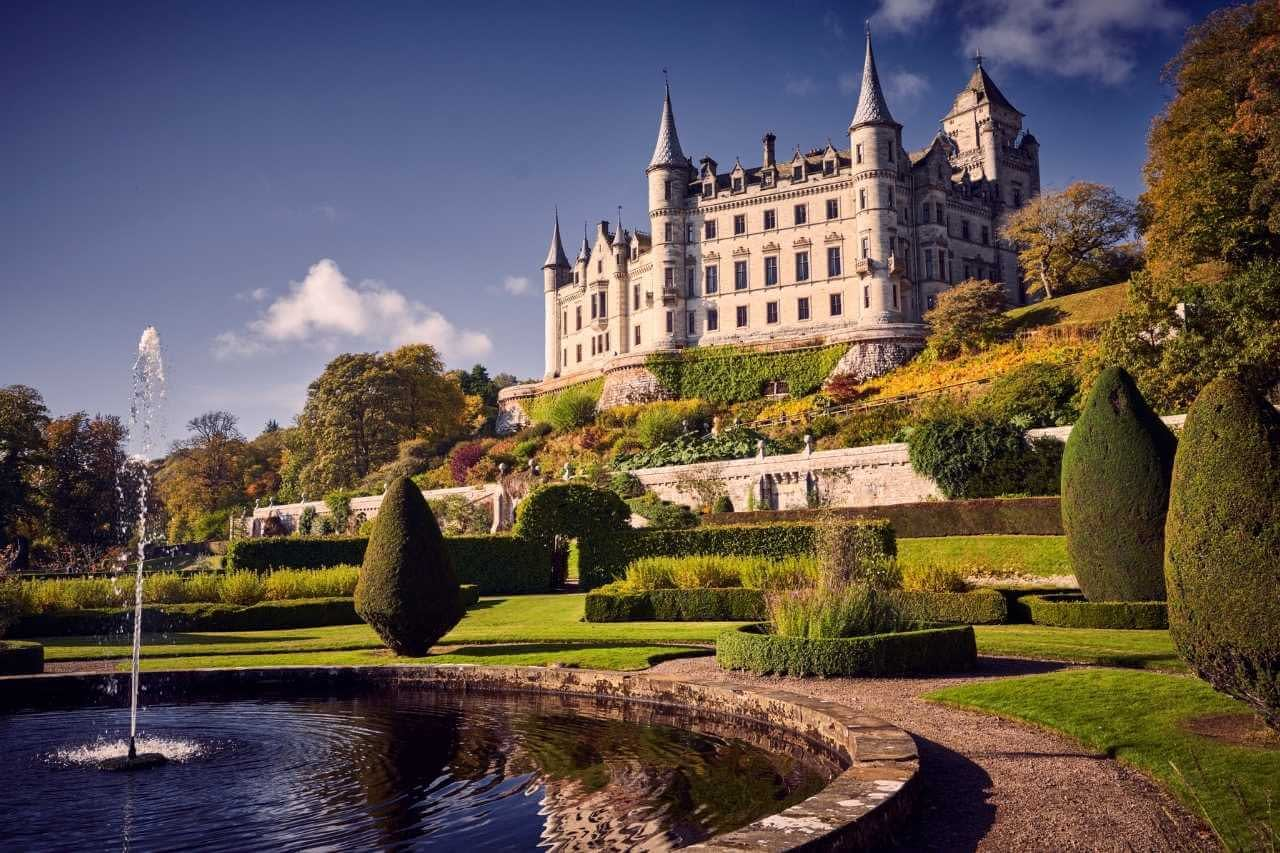Dunrobin Castle behind the fountain in the sunshine