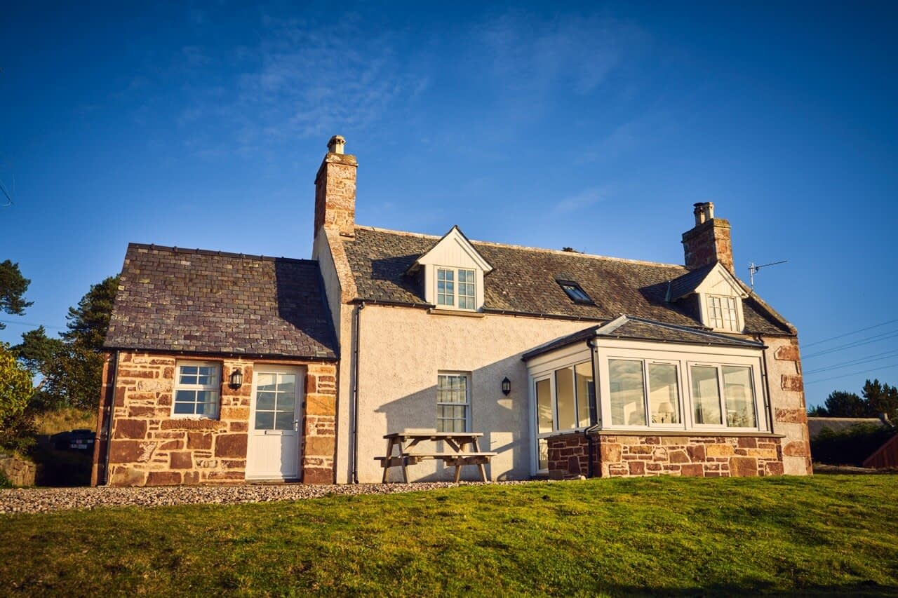Exterior Customs House - Dunrobin Holiday Cottages, Caithness
