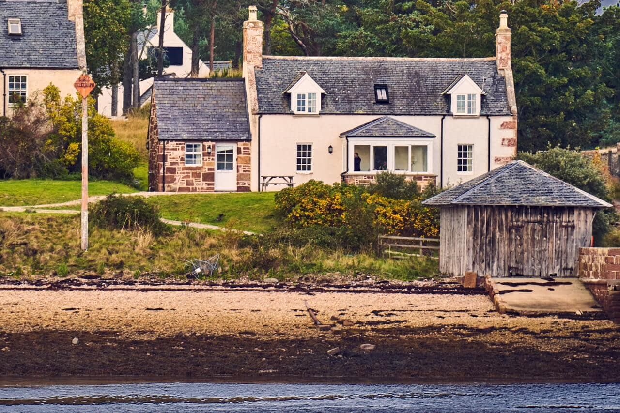 Customs House on the shoreline - Dunrobin Holiday Cottages, Caithness