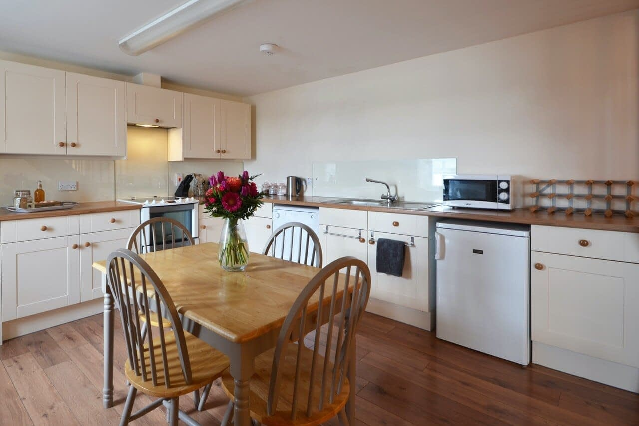 Kitchen Customs House - Dunrobin Holiday Cottages, Caithness