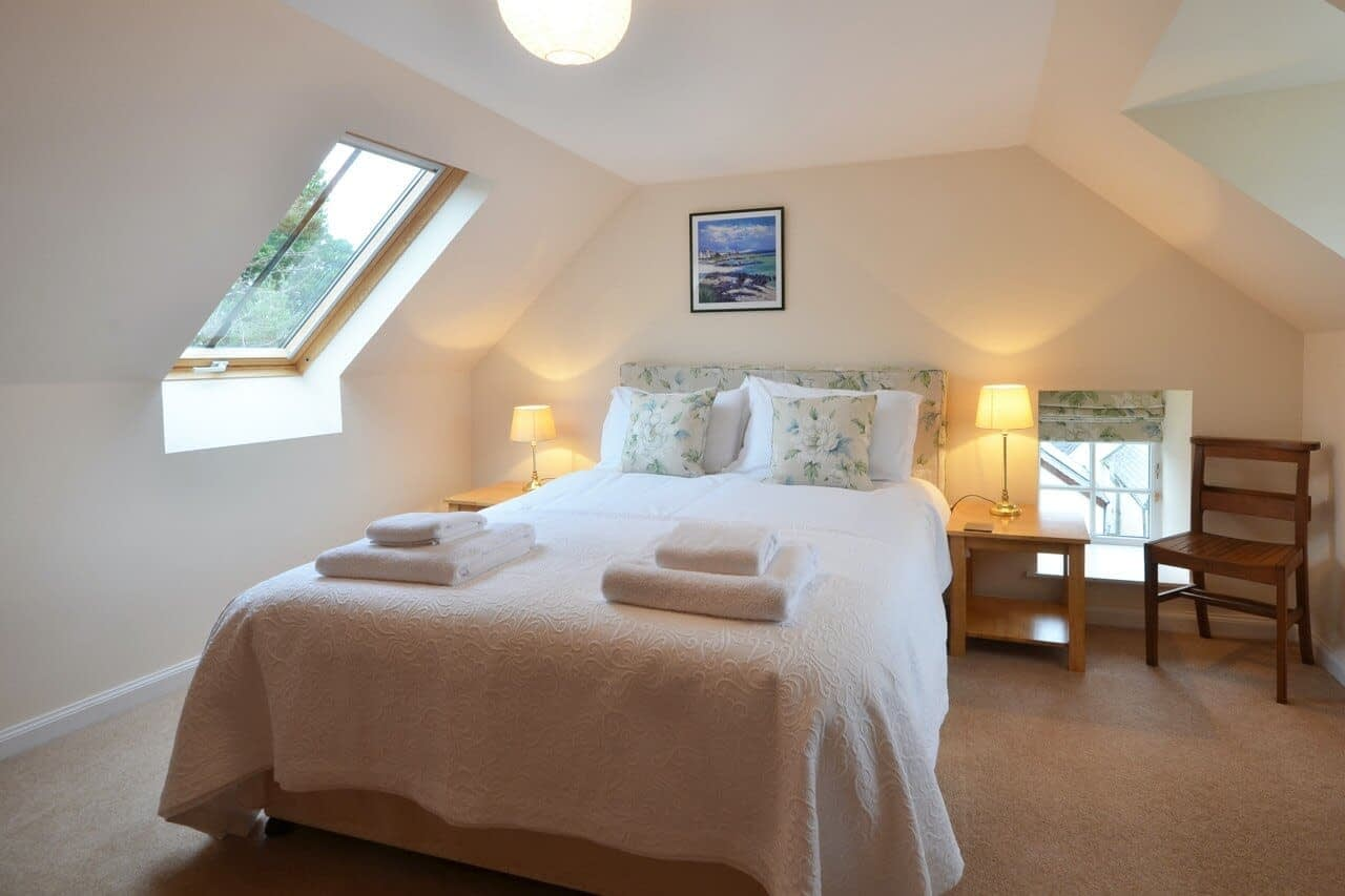 Double bedroom Customs House - Dunrobin Holiday Cottages, Caithness