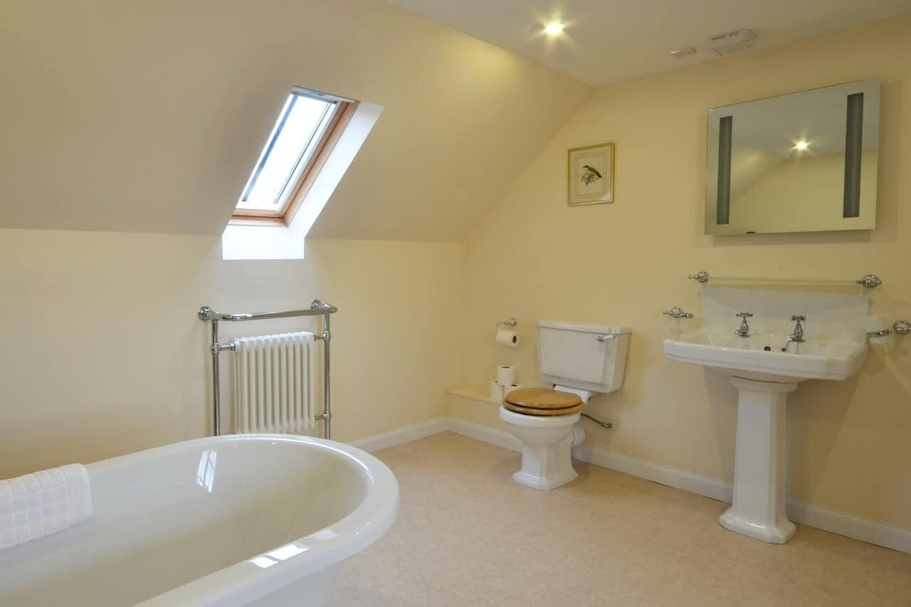 Bathroom Customs House - Dunrobin Holiday Cottages, Caithness
