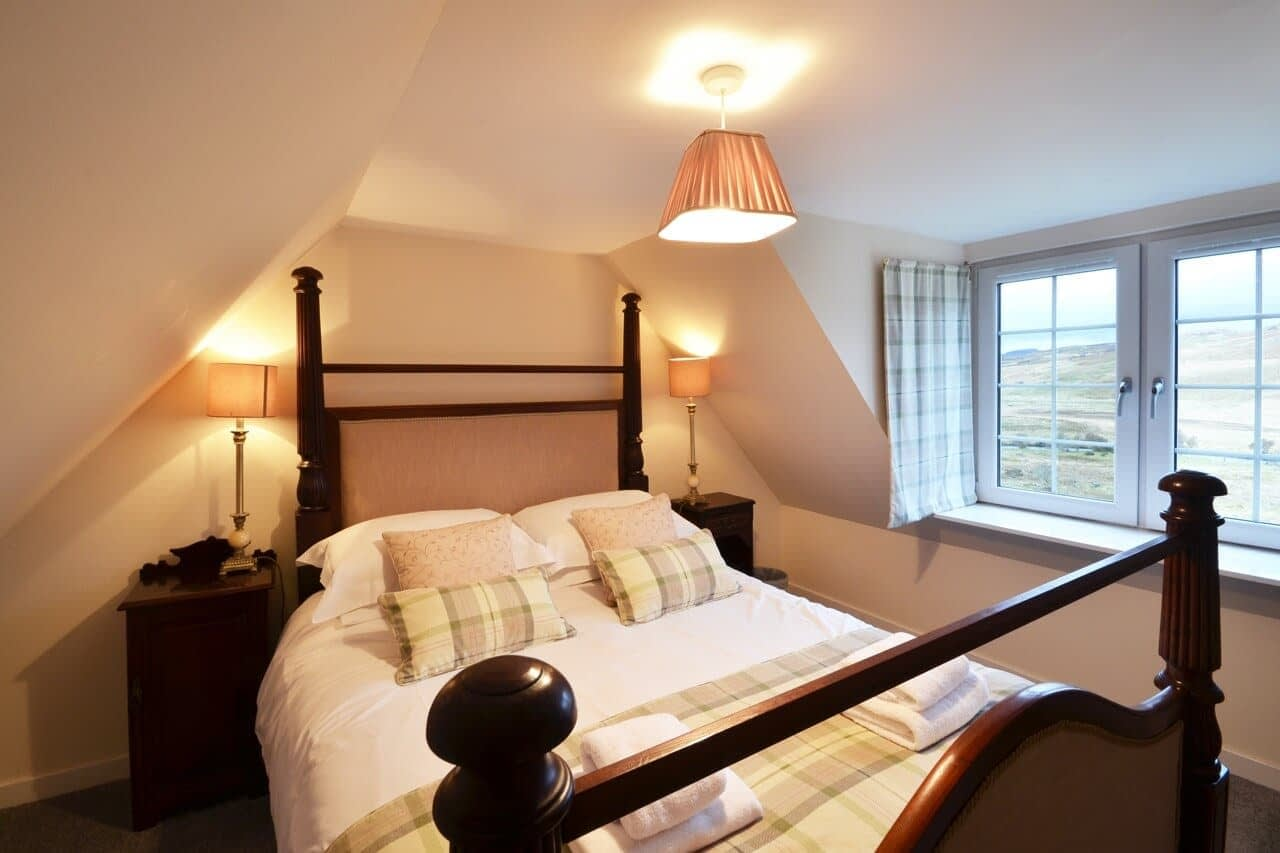 Double bedroom with views Keepers Cottage - Dunrobin Holiday Cottages, Caithness
