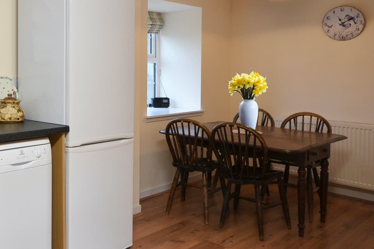 Kitchen & dining area Keepers Cottage - Dunrobin Holiday Cottages, Caithness