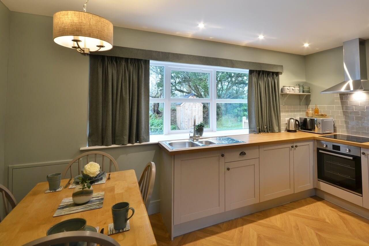 Kitchen at Porter's Lodge - Dunrobin Holiday Cottages, Caithness
