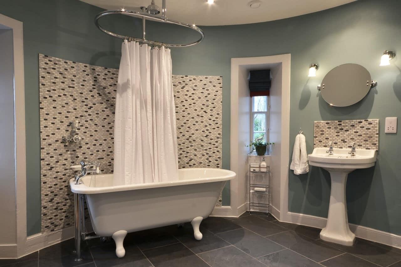 Porter's Lodge bathroom - Dunrobin Holiday Cottages, Caithness
