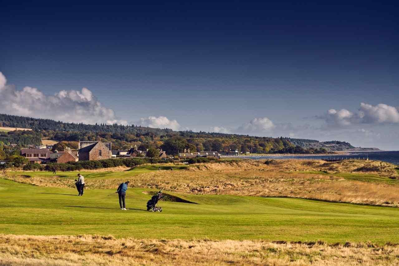 People playing golf - Dunrobin Holiday Cottages, Caithness